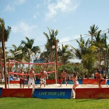 American Eagle experiential marketing to youth on spring break