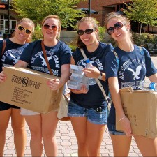 American Eagle college brand ambassadors help their peers moving in