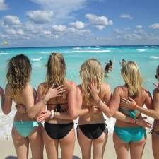 Experiential marketing: college females pose on the beach with their KISS press-on manicures