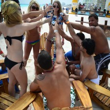 Experiential marketing: Corona beach lounges in Cancun
